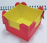 被爱心包围的盒子